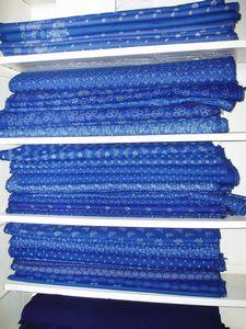 kékfestő méteráru anyag